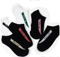chaussettes achat en gros de-Mode Hommes Chaussettes Kanye Mâle Cheville Chaussettes Rue Mens Basketball Sport Chaussettes Pour Femmes Taille Libre En Gros