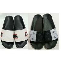 sandálias de homem de couro venda por atacado-Homens top 2019 sandálias de grife de borracha nova versão de couro sandálias slipper sandálias de largura única plana com caixa