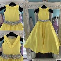 foto de niña de vuelta al por mayor-Vestidos de satén amarillo para adolescentes 2019 Fotos reales Bling Rhinestones Vestidos largos de desfile para niñas V espalda con cuentas Cintura rosa
