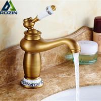 ingrosso miscelatore d'ottone antico del rubinetto-Antico bagno Vanity Sink Faucet Single Ceramic Handles Ottone caldo e freddo Mixer in rame Scarico Pop Up