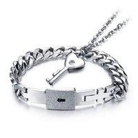 pingente chaveiro para homens venda por atacado-Concêntrico bloqueio casal pulseira colar de amor chave titanium aço pingente de colar pulseira conjunto de diamantes para homens casais