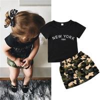 mädchen tarnen shorts großhandel-Neugeborenes Kind Baby Mädchen Kleidung Rundhals Kurzarm Brief Drucken Top Camouflage Button Tasche Röcke 2 stück Kleinkind Baumwolle Outfit