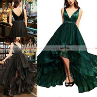 vestido verde hi lo organza venda por atacado-V Pescoço Verde Esmeralda Hi-Lo Vestidos de Baile 2019 Beaded Sash Cristal Vestidos de Festa Formal de Tulle Homecoming Vestido Vestido de festa personalizado