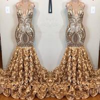 handbild blumen großhandel-Reale Abbildungen Gold Pailletten V-Ausschnitt Abendkleid 2019 Rüschen Mermaid Event Kleider mit handgemachten Blumen Bottom Abendkleidern
