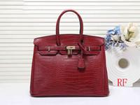 h tasarımcı çantası toptan satış-Çanta tasarımcısı Timsah desen kadın çanta tasarımcısı 35 cm 30 cm büyük kapasiteli H moda kılıf çanta çanta