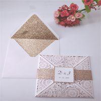 elfenbein einladungspapier großhandel-Hochzeits-Einladungs-Karten-Spitzenklage-Laser-Ausschnitt-privater kundenspezifischer Elfenbein-Mehrfarbenblitz-Umschlag-Gurt liefern Druck s