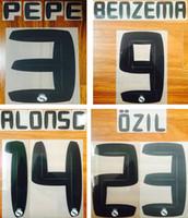 siyah harf çıkartmaları toptan satış-2010 2011 Real Madrid baskı siyah futbol isim seti BENZEMA ALONSO PEPE oyuncunun sıcak damgalama vintage harfler retro baskılı plastik sticker