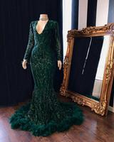vestido de noche de plumas real al por mayor-Verde oscuro con cuello en V de plumas sirena vestidos de baile 2020 de manga larga de suelo reflexivo de las lentejuelas encaje Longitud partido formal vestidos de noche