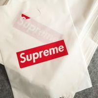 ingrosso imballaggio in plastica di abbigliamento-Borse Sup Shopping confezione per abbigliamento mano Borse Medio Formato 30 * 40cm imballaggio facile Borse chiaro -Peso di plastica in azione
