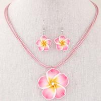 pendientes de arcilla al por mayor-Moda Hawaii Plumeria Flores Conjuntos de joyería Bohemia Pendientes de arcilla de polímero Colgante Collar Conjuntos de joyería para mujeres