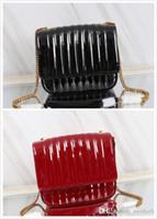 neue damen schwarze handtaschen großhandel-2018 neue Frauen Tasche Lackleder Handtasche Sperre Berühmte Designer Designer Brief Tasche Hohe Qualität Black Lady Plaid Gesteppte Handtasche
