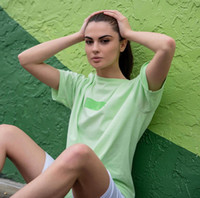 camisetas de iluminación al por mayor-Verano Verde Claro Camisetas con Luz Verde Cuadro Logo Camisetas Hip Hop Skateboard Hombres Mujeres Deporte Algodón Camiseta Casual 24 colores