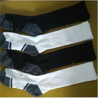 weiße kniestrümpfe großhandel-Marke Männer Jungen Crew Lange Socken Designer Kniestrümpfe Fußball Basketball Skifahren Skateboard Strümpfe Klassisch schwarz weiß Socken