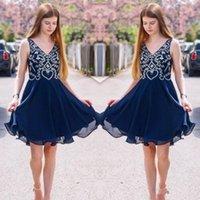 vestidos de dama de gasa abalorios al por mayor-Vestidos de cóctel de cristal rebordear gasa Vestidos de Fiesta Azul marino cuello en V sin mangas de la dama de honor Una línea vestidos vestido corto Mini Prom Party