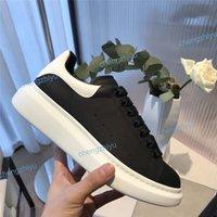 bonitos apliques de encaje al por mayor-Zapatos casuales baratos con cordones Diseñador Confort Niña bonita Zapatillas de deporte Zapatos de cuero casuales Hombres Zapatillas de deporte para mujer Estabilidad extremadamente duradera