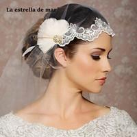 ingrosso cappelli nuziali nuziali della piuma bianca della piuma-Chapeau mariage2018 nuovo cappello da sposa in pizzo di cristallo bianco piuma con accessori da sposa velo da sposa all'ingrosso