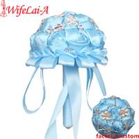 precios de flores de boda azul al por mayor-El mejor precio La mejor calidad Baby Blue Broche de damas de honor Ramos de boda Ramos de flores Flor de niña Broche Ramo