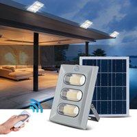 luz de inundación ip67 al por mayor-Umlight1688 50W 100W 150W Solar LED Iluminación exterior Luz de inundación solar Impermeable IP67 Luces solares de jardín con control remoto