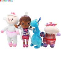 koyun dolması hayvan peluş toptan satış-4PCS / Çok Peluş oyuncak doktor Doktor koyun Hayvan Peluş bebek 28-34CM Çocuk Çocuk bebek hediye C dolması