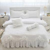conjuntos de camas de cama princesa venda por atacado-100% Algodão Grosso Acolchoado Rendas Branco conjunto de Cama Meninas Rosa Princesa Rainha do rei conjunto de cama de Solteiro tamanho Plissado saia Fronha
