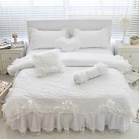 pembe kız yatakları toptan satış-100% Pamuk Kalın Kapitone Dantel Beyaz Yatak seti Kızlar Pembe Prenses Kral Kraliçe Ikiz boyutu Yatak seti Fırfır Yatak etek Yastık Kılıfı