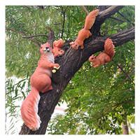 ingrosso ornamenti da giardino animale-Outdoor Garden Kindergarten Resin Scoiattolo Ornamento Craft Decorazione Casa Cortile Simulazione creativa Albero Scultura animale J190713
