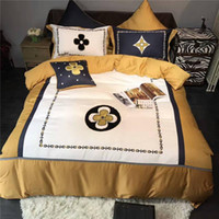 Wholesale bedding fashion bedsheet for sale - Group buy 4Pcs Luxury Egypt Cotton Classic Fashion Bedding Set Applique Duvet Cover Set Bedsheet Pillowcases Queen King Size Bed Linen