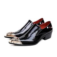 çelik sivri ayakkabılar erkekler toptan satış-2019 erkek elbise ayakkabı Yüksek Kaliteli adamın Deri Ayakkabı Sivri Çelik Ayak Perçinler Siyah Adam Düğün / İş / Parti Ayakkabı, EU38-46!