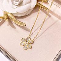 ingrosso l'ottone lascia la collana-Collana pendente in materiale ottone di alta qualità con design a tre foglie con diamante per le donne regalo di nozze PS6063