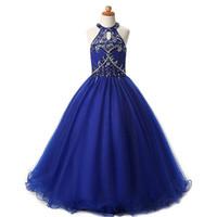 çocuklar uzun mavi tüllük elbisesi toptan satış-Modern Kraliyet Mavi Halter Kızlar Pageant Elbiseler 2019 Kristal Boncuklu Pullu Tül Bir çizgi Hollow Geri Ucuz Uzun Çocuklar Örgün Balo Elbise
