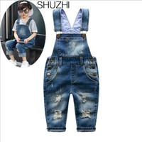 vaqueros de moda para bebés al por mayor-Shuzhi El nuevo resorte Distrressed agujero de la muchacha del bebé Jeans Denim mono Niños Trajes de niños de la manera rasgada JeansMX190916