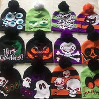 beanies lights achat en gros de-De noël LED Tricoté Chapeau De Mode Halloween casquettes Light-up Bonnets Chapeaux En Plein Air Lumière Pompon Ball Ski Cap Skull Caps MMA2443-7