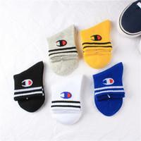 erkekler moda çorapları toptan satış-Şampiyon Çocuk Çorap Pamuk Erkekler Kızlar Marka Çorap Sonbahar Kış Ortası buzağı Uzunluk Çorap Moda Çizgili Spor Çorap Çocuk Çorap C102201