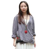 borla kimono vintage al por mayor-LZJN Chino Hanfu Vintage Blusa Mujeres Tops Manga Larga Gris Kimono Blusas Bordado Borlas Blusas étnicas Chemise Femme 7056