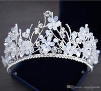 boncuklu saç tiaraları toptan satış-Bling Boncuklu Kristal Düğün Taçlar 2019 Ucuz Gelin Elmas Takı Rhinestone İnciler Kafa Saç Taç Kızlar Kadınlar Proms Parti Tiaras