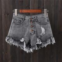 tamanhos de jeans femininos venda por atacado-Shorts jeans cinza buraco fileira fivela tamanho grande calças de brim do sexo feminino verão fina calças de pernas largas calças quentes