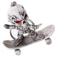 llaves de esqueleto de juguete al por mayor-Skull Skeleton Skateboard Colgante Llavero Llavero Llavero Juguetes extraños