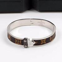 einzelnes goldarmband großhandel-Neue Ankunft L Brief Berühmte Designer Plaid alten Muster Einzelpfeil Mode Armband für Hochzeitsgeschenke Frauen Mädchen Armreifen