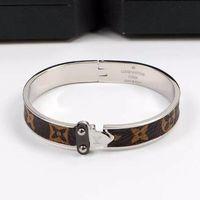 ingrosso braccialetti di braccialetto di freccia-Nuovo arrivo L Lettera Famoso Designer Plaid vecchio modello singola freccia braccialetto di moda per i regali di nozze donne ragazza braccialetti