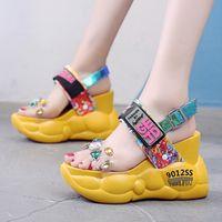 kadın beyaz sandalet yapay elmas toptan satış-Platform Sandalet Kadınlar Kama Yüksek Topuklar Bayan Ayakkabıları Pembe Beyaz Rhinestones Şeffaf Ayakkabı Kadın Plaj Garip Topuk Sandalet