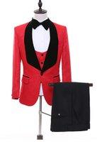 hommes blazer rouge revers noir achat en gros de-Tuxedos Groom de gaufrage Rouge Mens smokings de mariage Noir Velvet Revers Côté Vent Homme Jacket Blazer 3 Piece Suit (Veste + Pantalon + Gilet + Cravate) 65