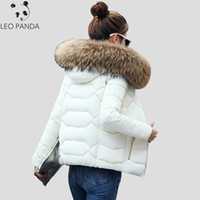 kadın için ince ceket toptan satış-Sıcak Kürk Yaka Kapşonlu Kalınlaşmak Kısa Kadınlar Yastıklı Ceket İnce Moda Bayan Parkas Kış Casual Artı boyutu Kadın Pamuk Coat