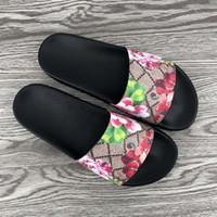 gummisandalen für frauen großhandel-2019 luxus designer pantoffel sommer mode floral brokat gummi breite flache rutsche männer frauen strand kausalen sandalen turnschuhe flip flops größe