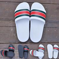erkekler için beyaz terlik toptan satış-2019 Yeni Sürüm Siyah Beyaz Platformu Yeşil Ve Kırmızı Şerit Ile Sandalet Moda Lüks Tasarımcı Erkek Kadın Slaytlar Terlik Plaj Ayakkabıları 36-45