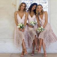 zarif pembe çay uzunluğu elbiseleri toptan satış-Zarif Tam Dantel Gelinlik Modelleri Çay Boyu Pembe Düzensiz Hem Spagetti Sapanlar Onur Hizmetçi Ülke Plaj Düğün Konuk Abiye