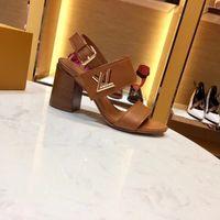 zapatos de suela de goma gruesa para mujer. al por mayor-NUEVO HORIZONTE SANDALIA 1A4XT1 Mujeres Sandalias de lujo Marrón Zapatos de diseñador de cuero Suela de goma Sandalias de tacón grueso por mayor con caja