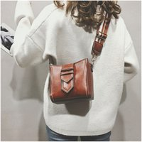 sacos de balde de couro venda por atacado-HELLOVE Moda Mulheres Crossbody Bag Elegante macio PU Leather Vantage Shoulder Bag Messager Bucket listrado Correia Larga