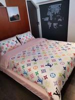 ropa de cama púrpura simple al por mayor-Diseño de marca Letra V Juego de ropa de cama Sábanas clásicas Juego de edredones de moda para la cama Cama de cama Queen Size