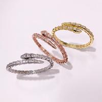 design paar armbänder großhandel-Exquisiter Glanz Top Design schlangenförmige Luxus Kristall Öffnung Paar Armbänder Kupfer vergoldet Damen Armband