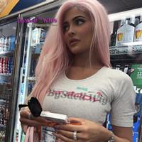 neue hautperücken großhandel-Neue Ankunft Promi Kylie Jenner rosa Frisur Perücke lange gerade Baby blass rosa Farbe Haar frei Teil Lace Front Perücke für dunkle Haut Frauen